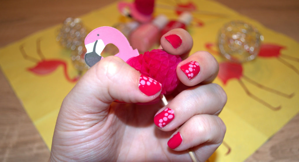 Pink Dots Nailart