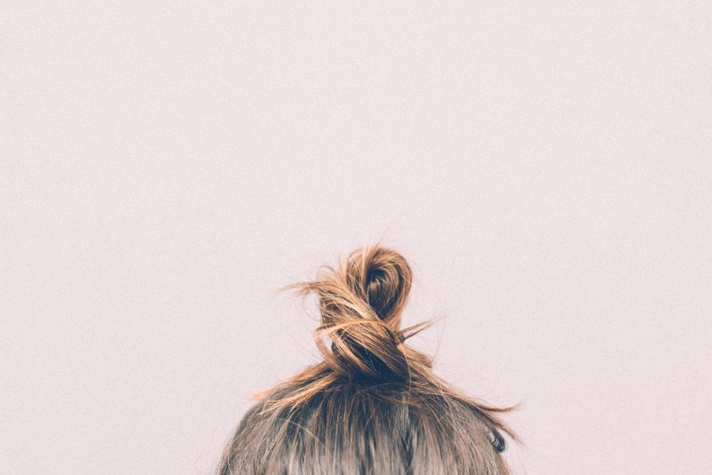 5 Tipps, die euch mit gesundem, glänzendem Haar durch den Winter bringen